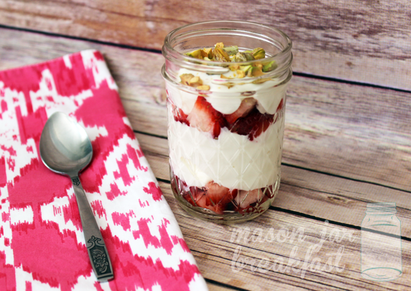 strawberries & pistachio yogurt parfait